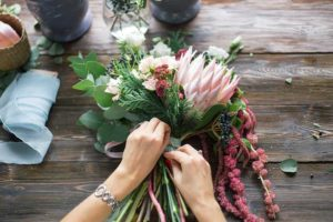 Blumen binden-Abschied nehmen-Bestattungen Hafa-Rottweil